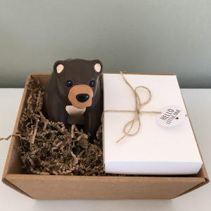 Baby geschenkset Spaarpot beer, mijlpaalkaarten zwart wit